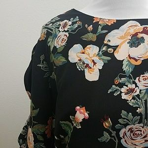 Ava & Viv Floral Ruffle Sleeve Top